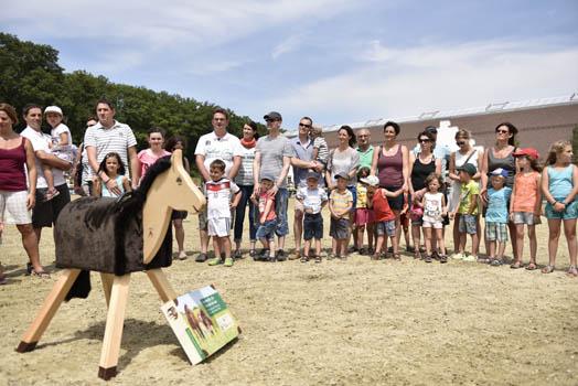 Erste Holzpferde finden neues Zuhause | Fotografin Iris Konle