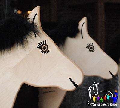 """Holzpferde """"Pferde für unsere Kinder e.V."""""""