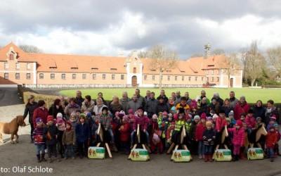 Verein des Landgestüts Celle e.V. spendet für Holzpferde