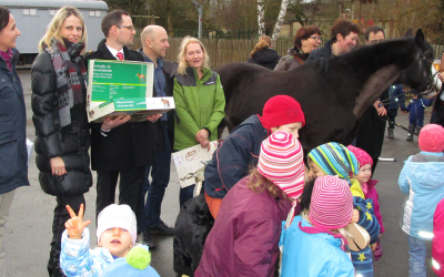 """""""Pferde für unsere Kinder e.V.""""-Praxisbeispiel: Holzpferdeübergabe in Kleinseelheim"""