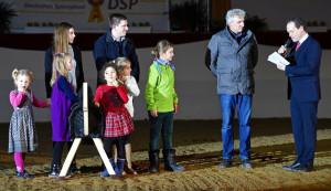 Holzpferdeaktion Pferde für unsere Kinder bei den Süddeutschen Hengsttagen 2016 Gala-Abend