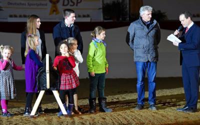 Aktion Pferde für unsere Kinder bei den Süddeutschen Hengsttagen in München-Riem