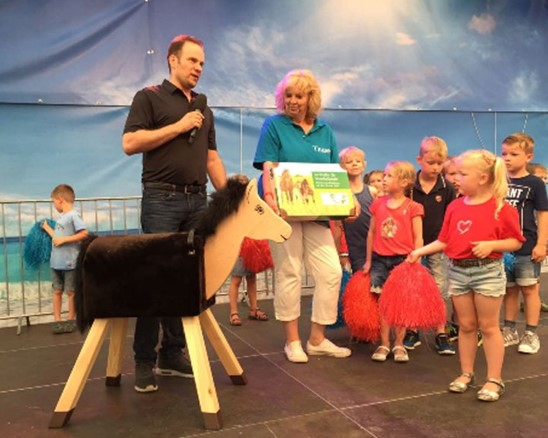 "Holzpferd ""Sunny"" bekommt am Big-Family-Day ein neues Zuhause in Odenthal"