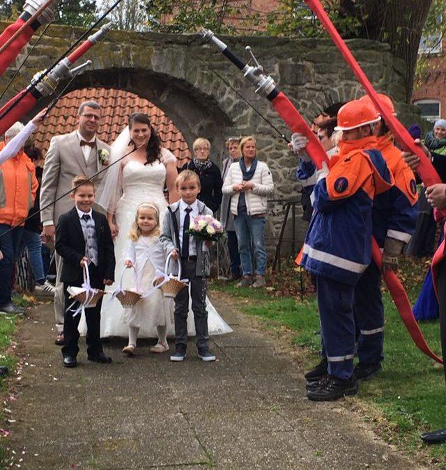 """Hochzeitspaar spendet Kollekte an """"Pferde für unsere Kinder e.V."""""""
