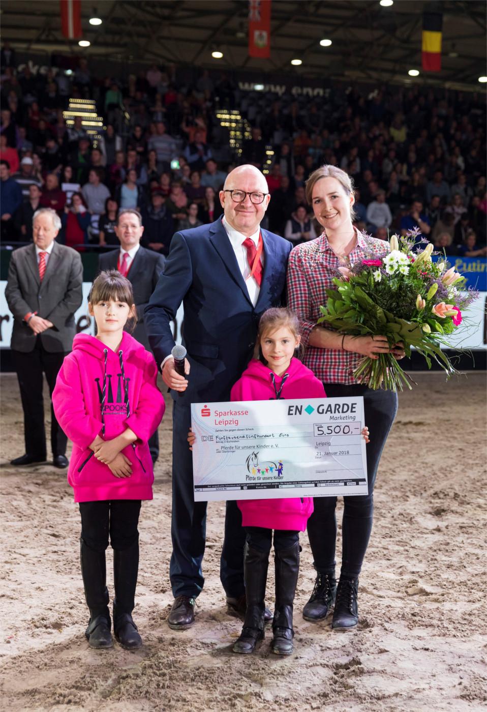 holzpferde- und scheck-Übergabe partner pferd 2018 in leipzig
