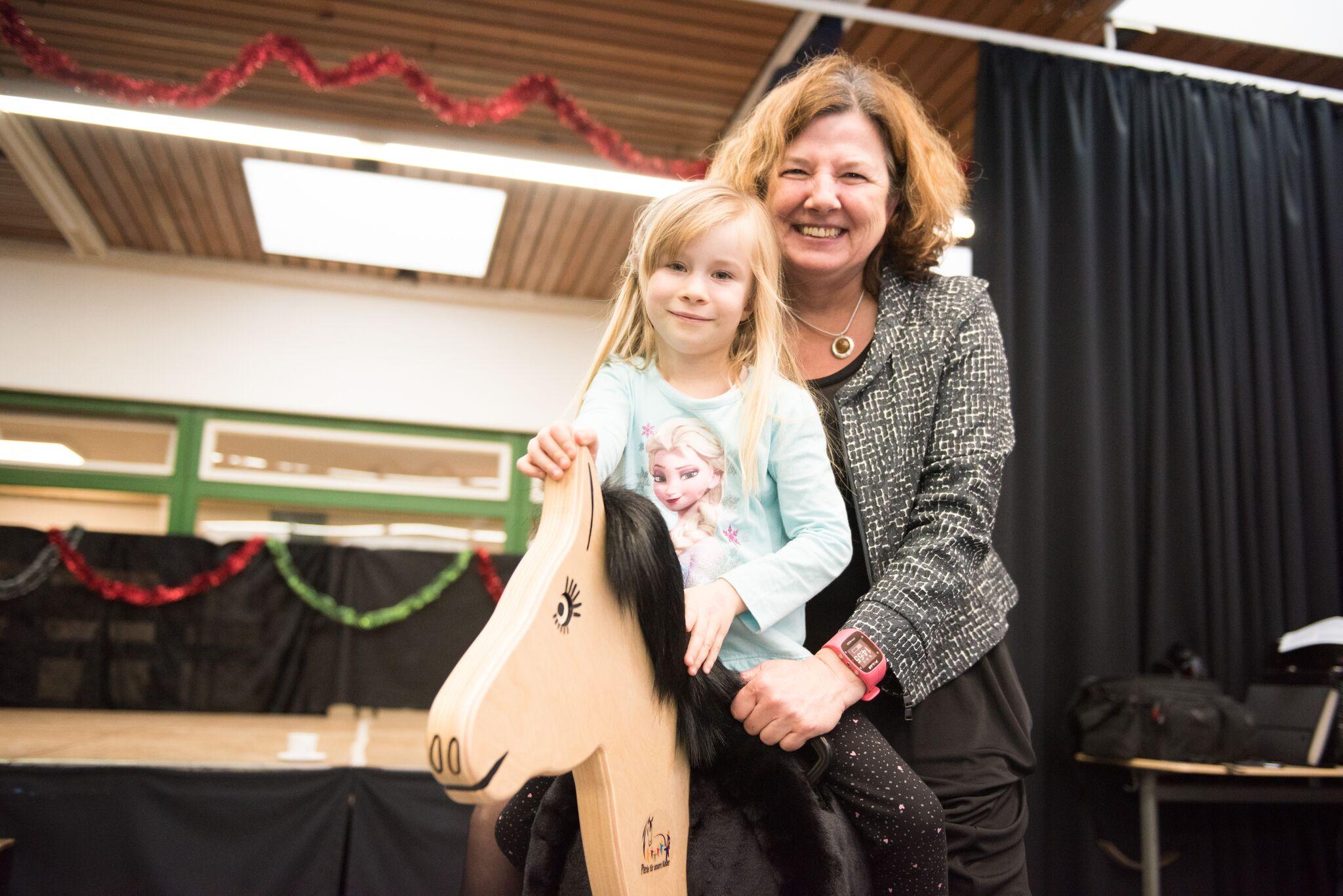 """Vetoquinol Holzpferdeübergabe an die Kindergärten in Juechen 2017 - """"Pferde für unsere Kinder e.V."""""""