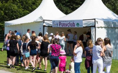 Ponyclub im Sommergarten