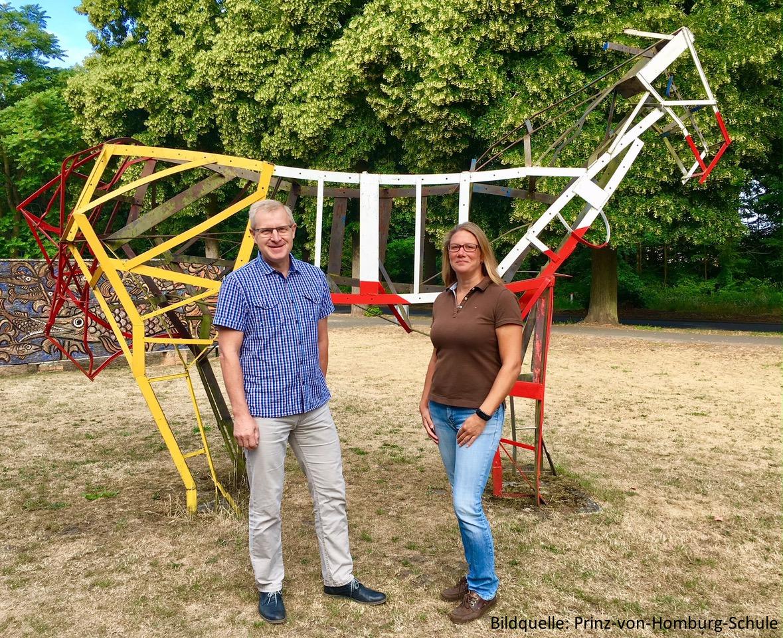 Ronald Roggelin (Schulleiter) und Caroline Popp (Reiten in der Schule) der Prinz-von-Homburg-Schule