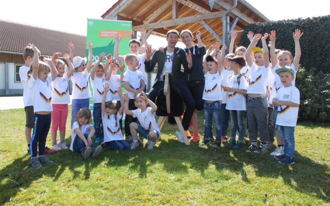 """Halbzeit der Aktion """"100 Pferde für 100 Kindergärten"""""""