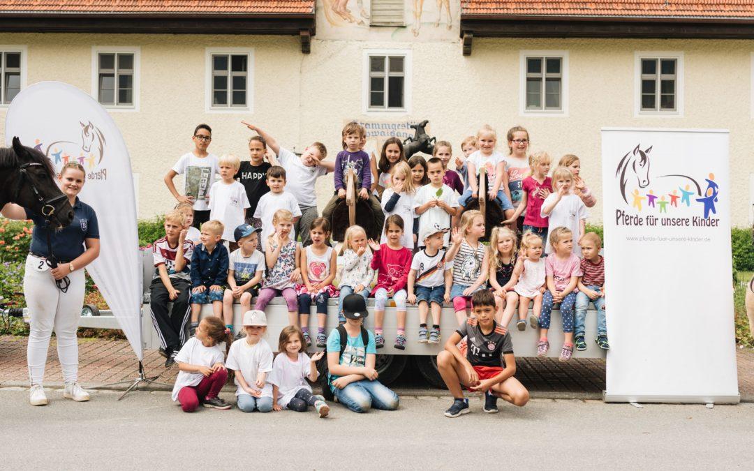 """23. Bundesjungzüchterwettbewerb der Deutschen Jungzüchter mit """"Pferde für unsere Kinder e.V.""""-Eltern-Kind-Tag"""