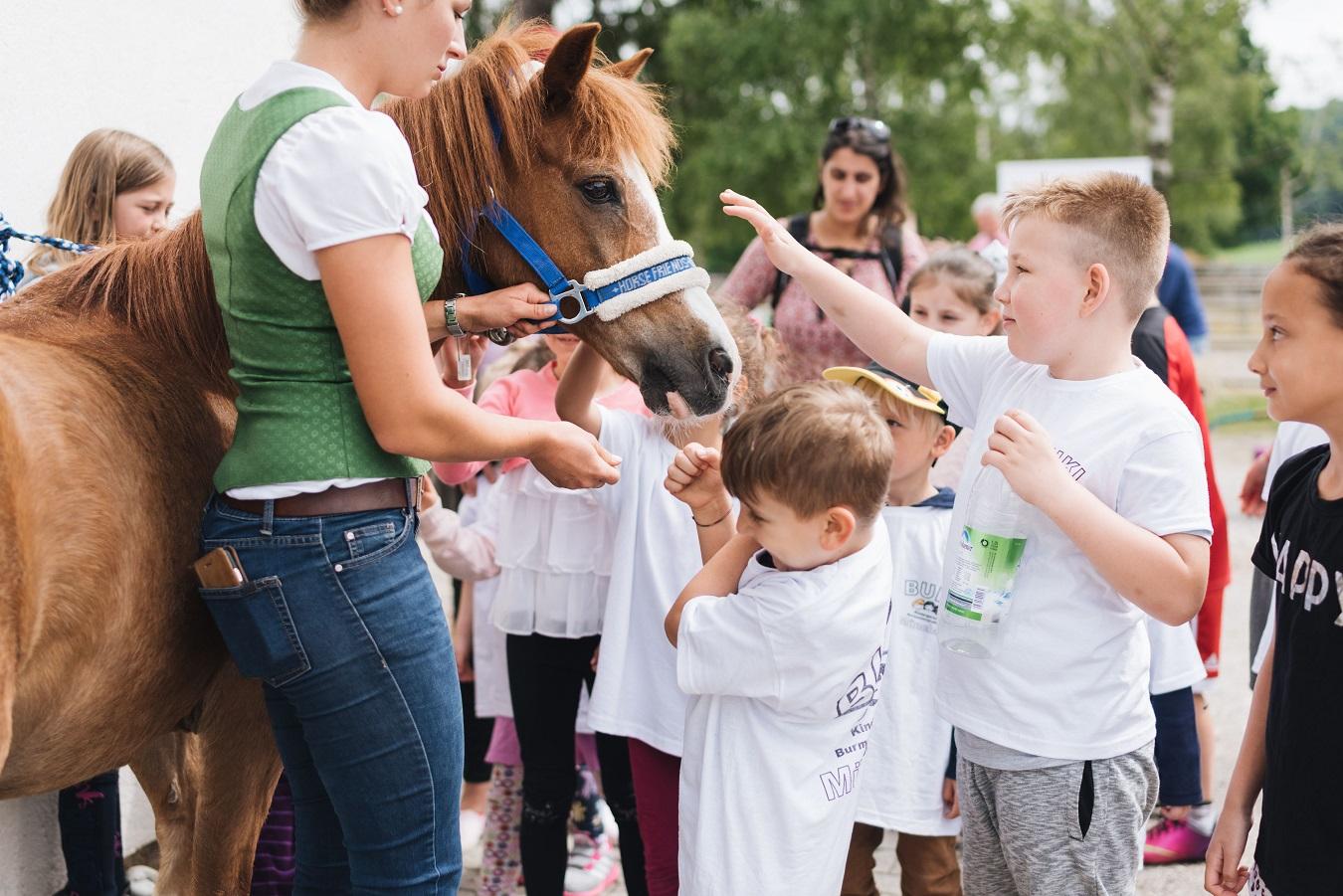 2019-06-22 PfuKeV Eltern-Kind-Tag DM Schwaiganger Oliver_Fiegel - Kinder und Pony (I)