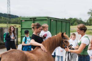 2019-06-22 PfuKeV Eltern-Kind-Tag DM Schwaiganger Oliver_Fiegel - Kinder und Pony (III)