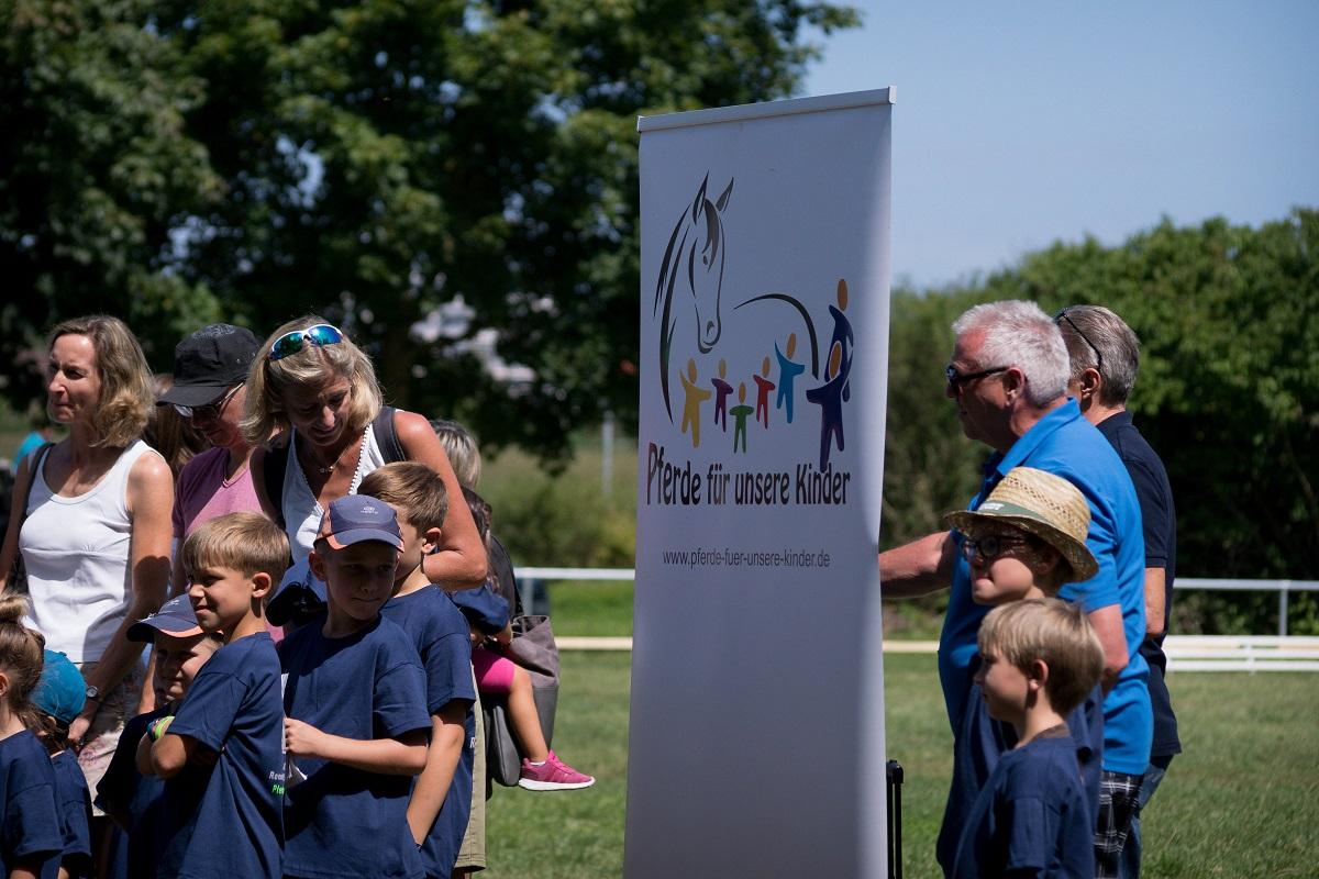 PfuKeV-Projekt 10.000 Holzpferde für Kindergärten - RFV Renningen-Malmsheim (5)