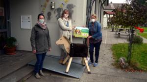 2020-10-21 Holzpferdeübergabe Förderverein Kindergarten St. Maria Frauenzell e.V.