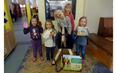 Drei Holzpferde für Kindergärten im Celler Land